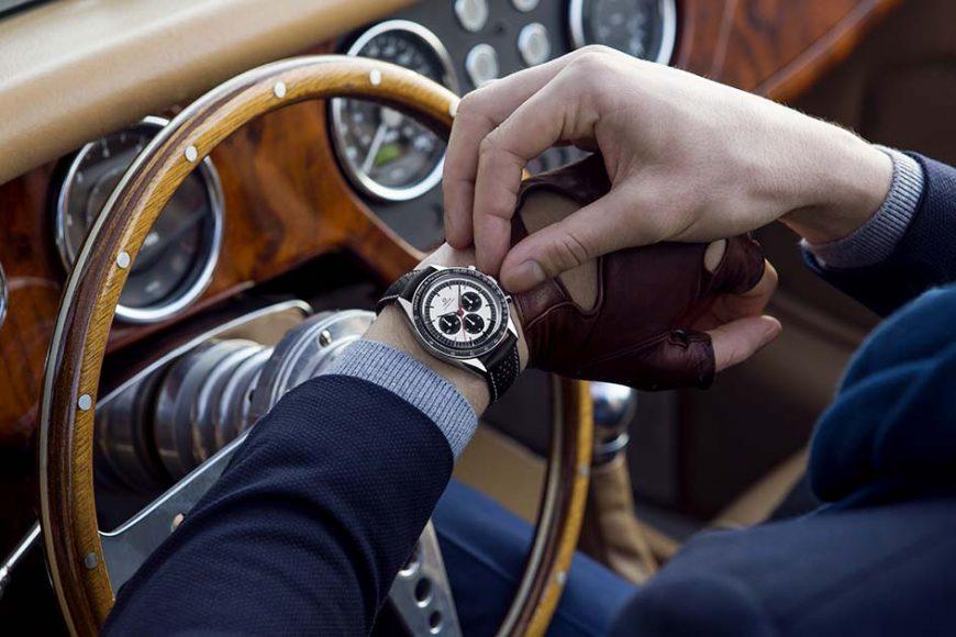 Omega Speedmaster CK 2998 Édition Limitée Présentée en 1959, l'Omega CK 2998 originelle est devenue depuis l'un des modèles d'époque les plus recherchés par les collectionneurs. Cette année, la Maison Omega lui rend hommage avec cette édition limitée (à 2498 exemplaires) qui reprend les valeurs de cette dernière le tout sublimé par un design moderne des plus séduisants. On y retrouve d'ailleurs le mythique pulsomètre contrasté en émail blanc sur la lunette qui compte le nombre de battements de coeur par minute