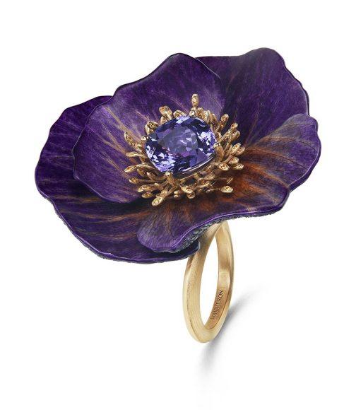 Bague Fleur Éternelle en pétales naturels, sertie d'un saphir violet coussin de Madagascar