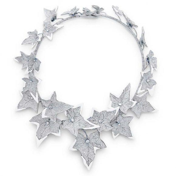 Collier Lierre Givré serti de cacholong  et pavé de diamants, sur titane.