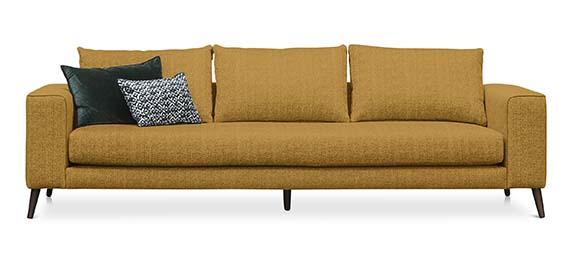 Sofa Hill Marie's Corner Structure en bois de hêtre scandinave et coussins dorsaux en plumes et fibres. PPC: 3150 €