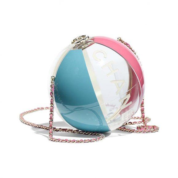 Minaudière Chanel. En métal doré et résine transparente, bleue et rose.