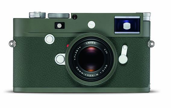 Appareil Photo Numérique Leica M10-P Edition Safari. Une édition limitée vert olive à 1500 exemplaires accompagnée d'une bandoulière cognac et d'un étui pour cartes SD en cuir. PPC: 7 800 €