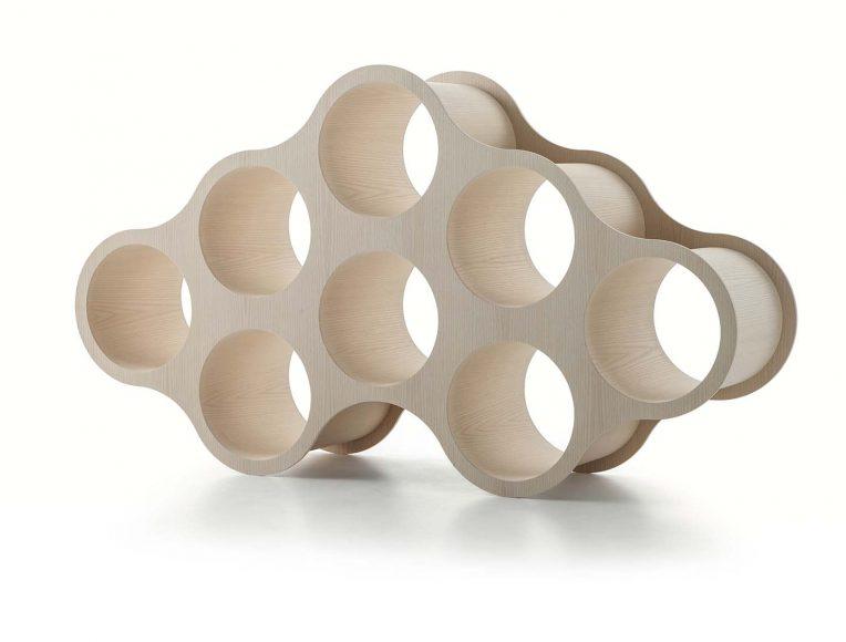 Bibliothèque Wooden Cloud Cappellini A l'origine en polyéthylène blanc et maintenant  disponible en bois. PPC: à partir de 8950 €