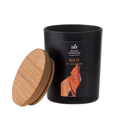 Bougies La Française Bois et Légendes. Une belle bougie toute de noir vétue pour les amateurs de senteurs boisées. PPC: 14,90 €