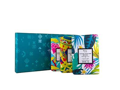 Baïja Coffret de savons parfumés. Un coloré coffret de savons parfumés comme d'irrésistibles invitations au voyage avec le Moana, So Loucura ou encore croisière Céladon. PPC: 24,90 €.
